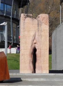 Skulptur_tuebingen_vulva_cropped._w